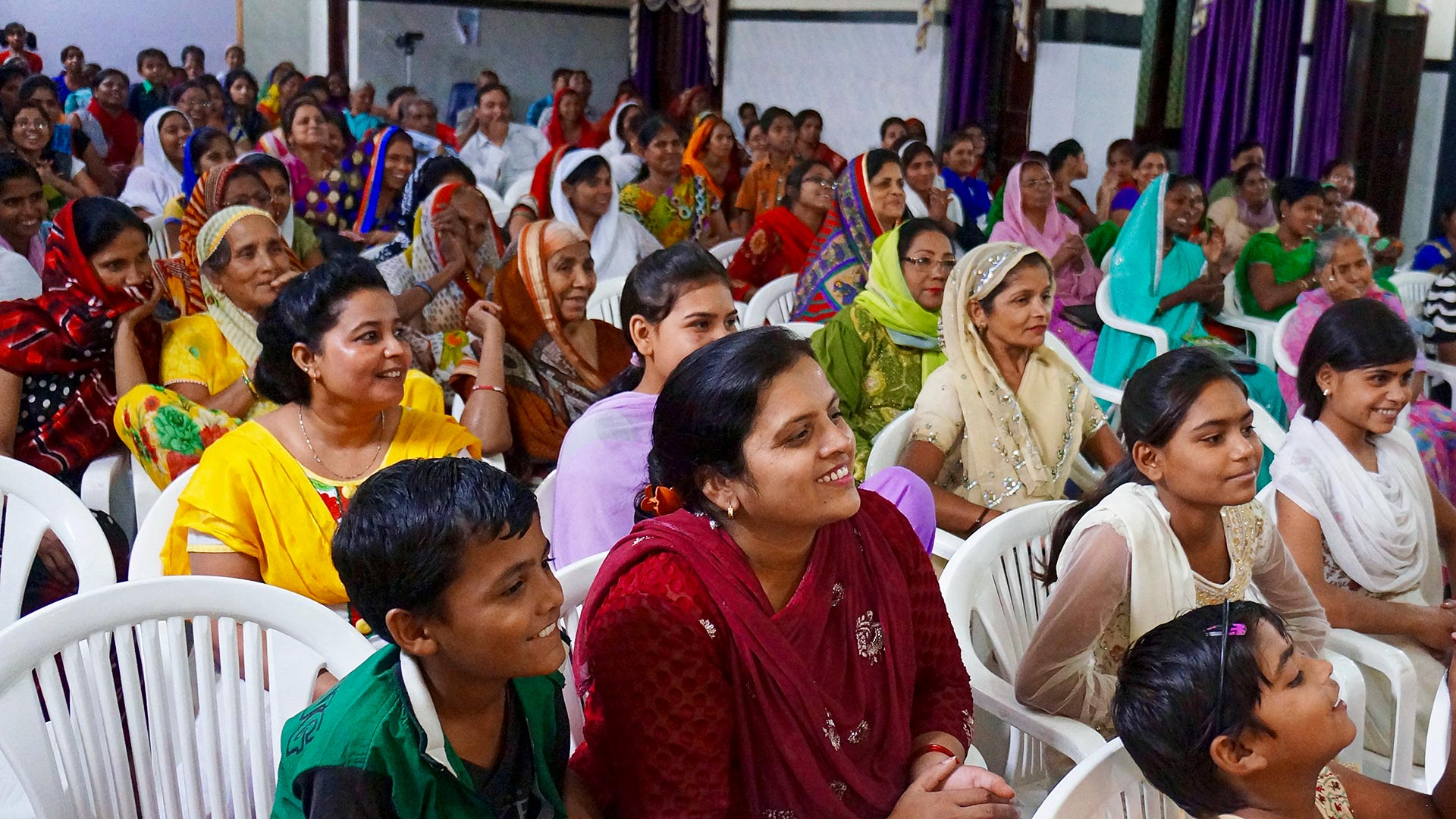 Women gather in Kanpur to learn how to be disciple-makers and share God's story with others.