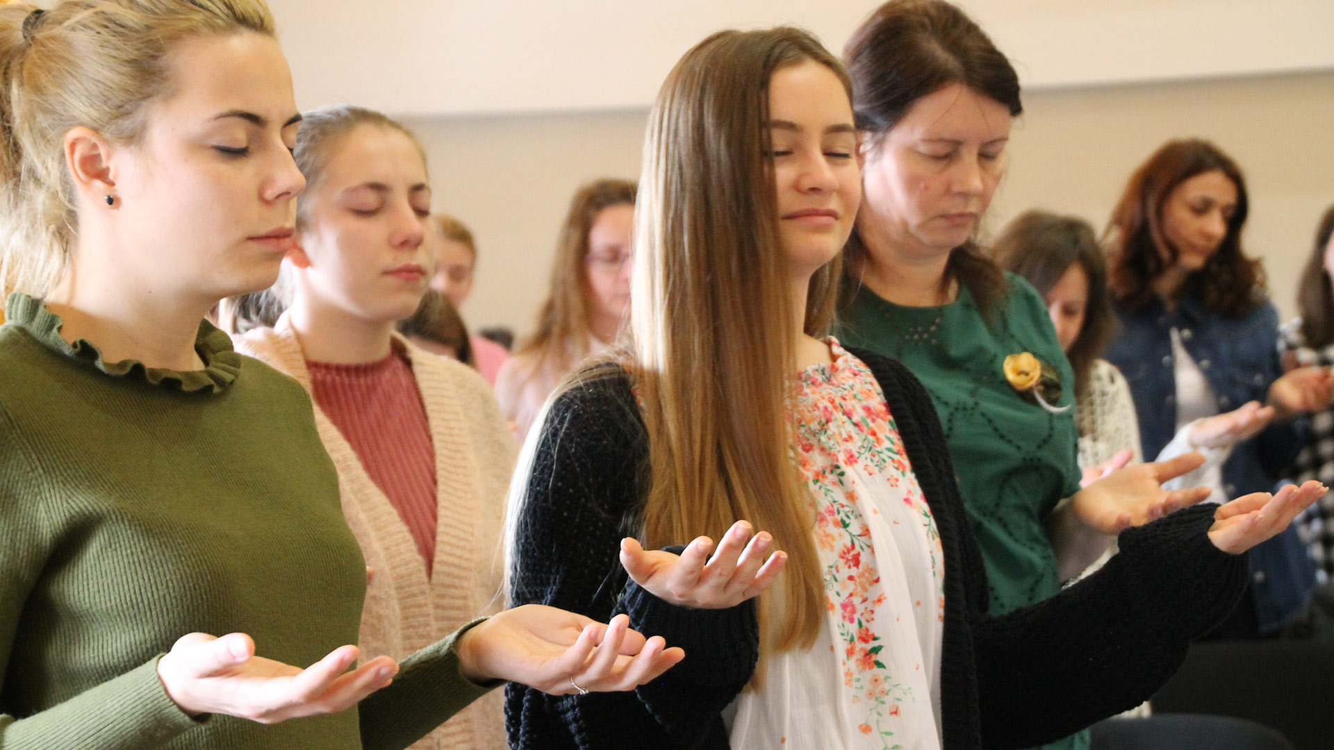 Women at the All In Romania Conference Make a Decision to be Disciple-Makers